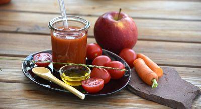 Tomate-Karotte-Apfel-Saft